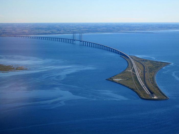 Øresund_Bridge_from_the_air_in_September_2015