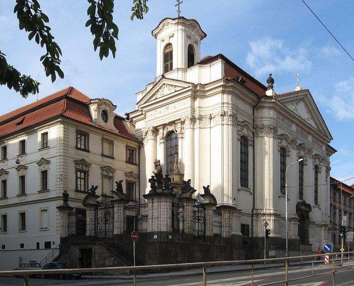 1024px-Pravoslavny_katedralni_chram_sv._Cyrila_a_Metodeje_Resslova_Praha