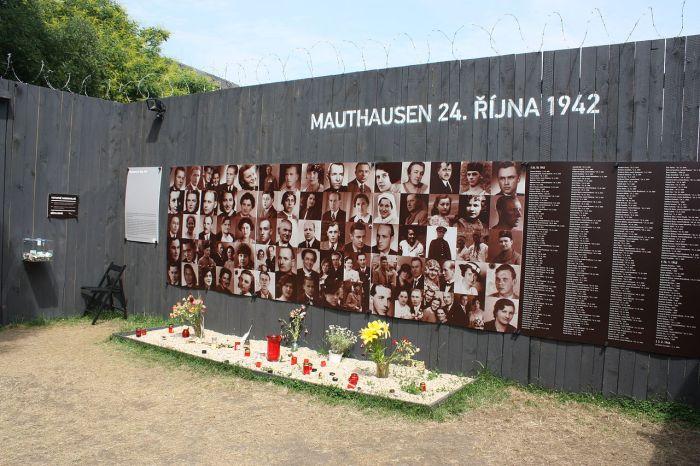 1280px-Koncentracni_tabor_Mauthausen_Praha_2012_7934