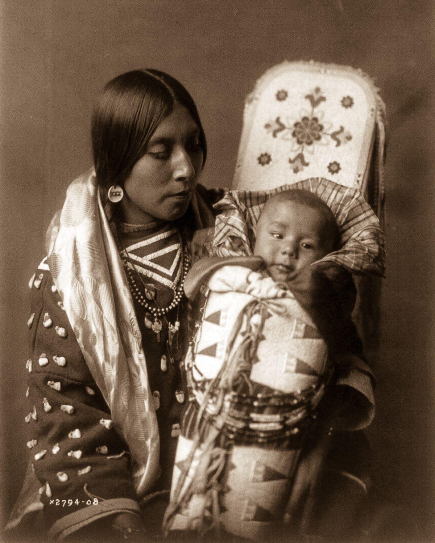 Apsaroke mom kid 1908