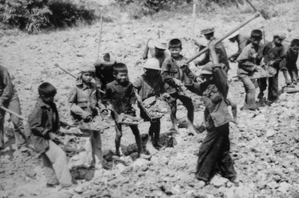 Peteralanlloyd-khmer-rouge-slave-labour-children_resize-585x388