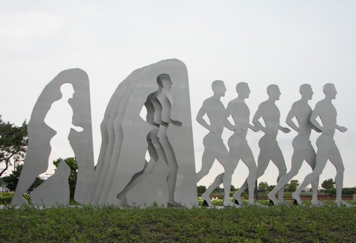 THE-RUNNERS-SCUPLTURE-1